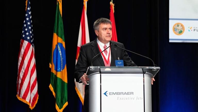 Марко Тулио Пеллегрини, президент и главный исполнительный директор Embraer Executive Jets и Клаудио Камелье, вице-президентом по продажам, Ближнему Востоку и Азиатско-Тихоокеанскому региону