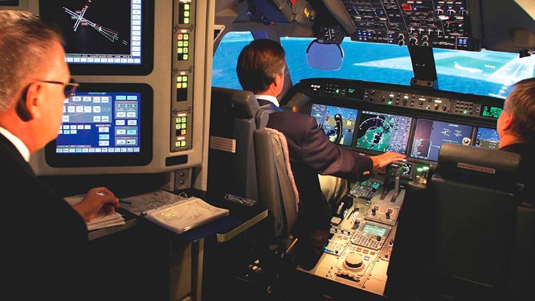 Пилоты Gulfstream G650 во время посадки