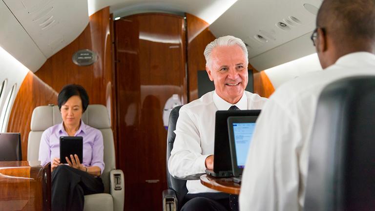 Пассажиры на борту Dassault Falcon 7X