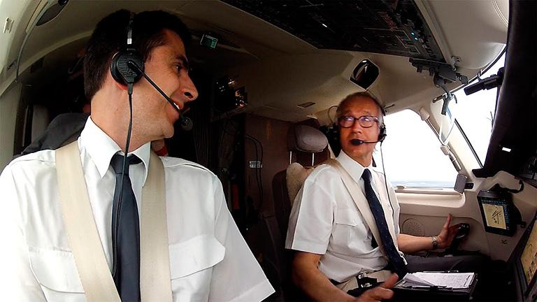 Пилоты Falcon 7X во время выполнения рейса