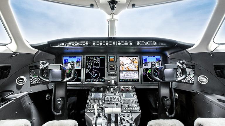 Кабина пилотов с системой Bombardier Vision
