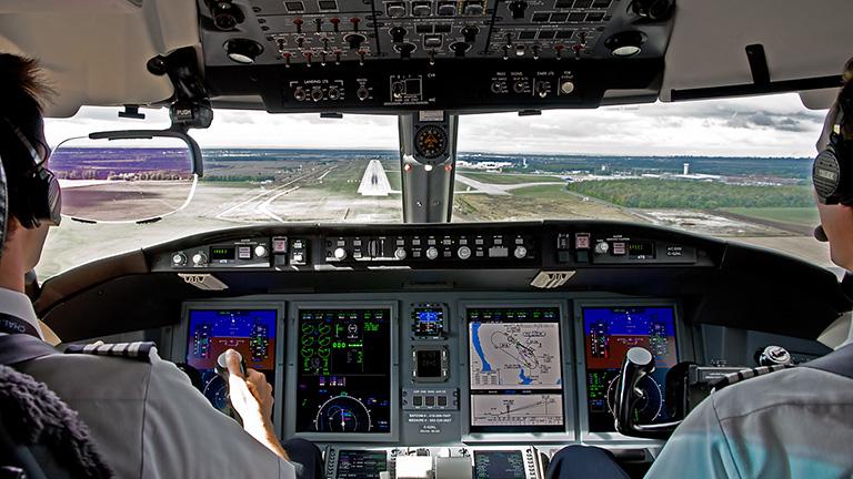 Пилоты Challenger 650 во время приземления