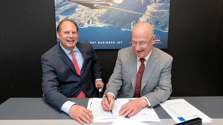 Президенты Cessna и Schweitzer Engineering Laboratories на NBAA2016