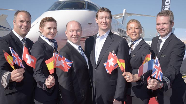 Джордан Ханселл (NetJets) и Алан Бельмаре (Bombardier Inc.)