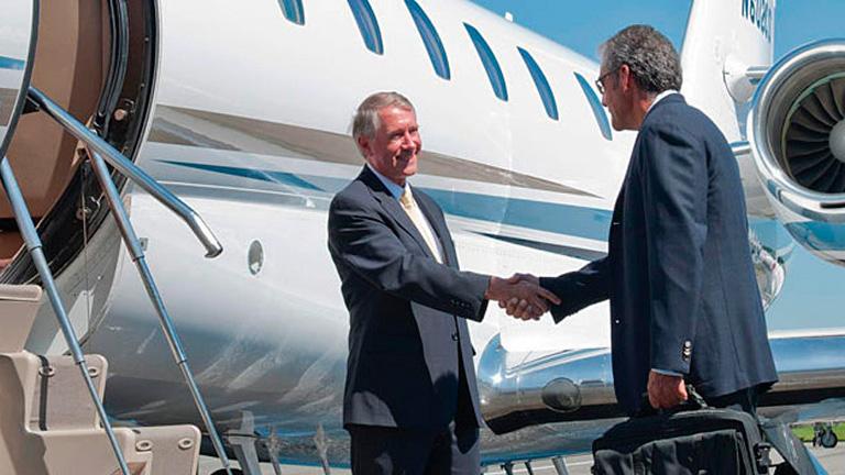 Встреча пассажиров у трапа Citation X